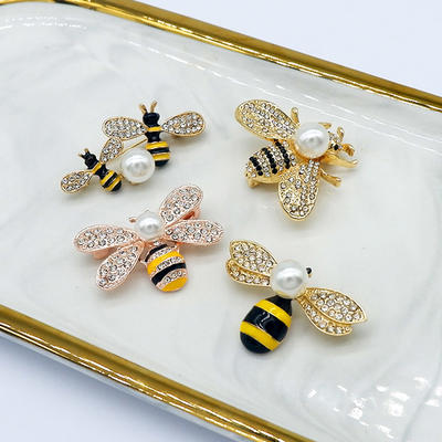 4 Pieces Honey Bee Brooch Lapel Pins for Women Crystal Insect Themed Bee Brooches with Faux Pearl Fashion Gift for Birthday Dating Party Anniversary